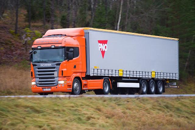 Foto Gambar Transportasi Truk Peti Kemas 9
