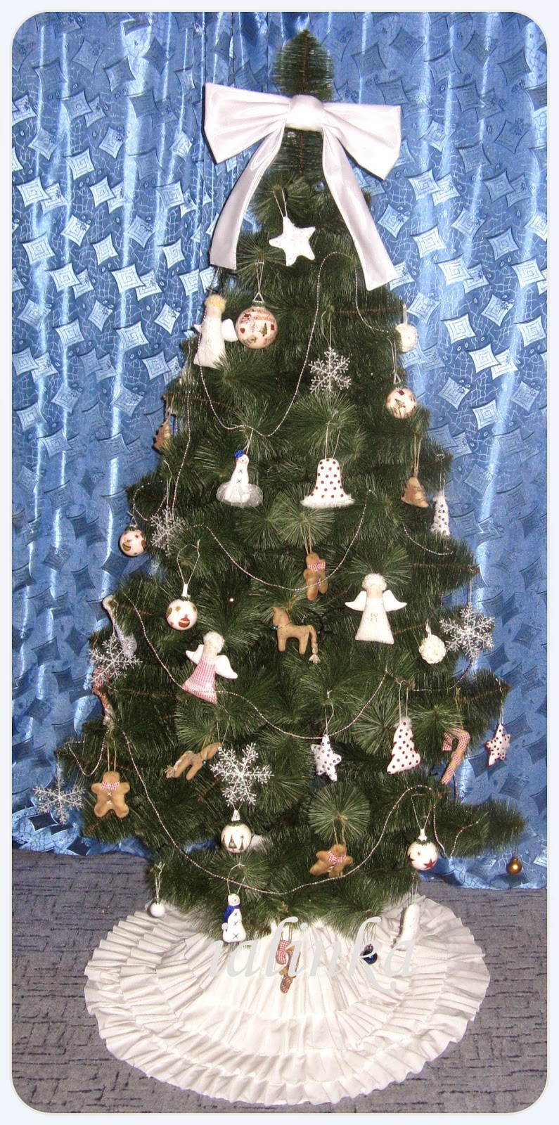 елочка, украшенная  игрушками  hand  made новый  год