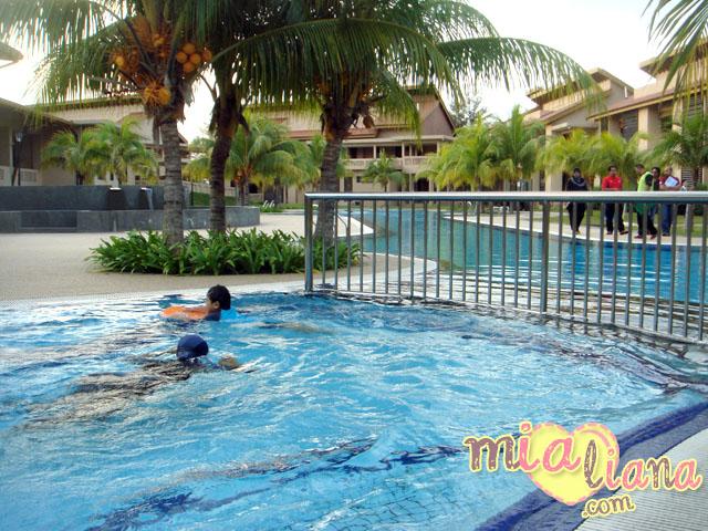 Felda Residence Tanjung Leman Swimming Pool Mia Liana