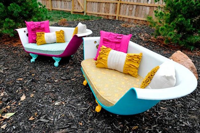 El sofá bañera del ejemplo y otro a juego instalados en el exterior