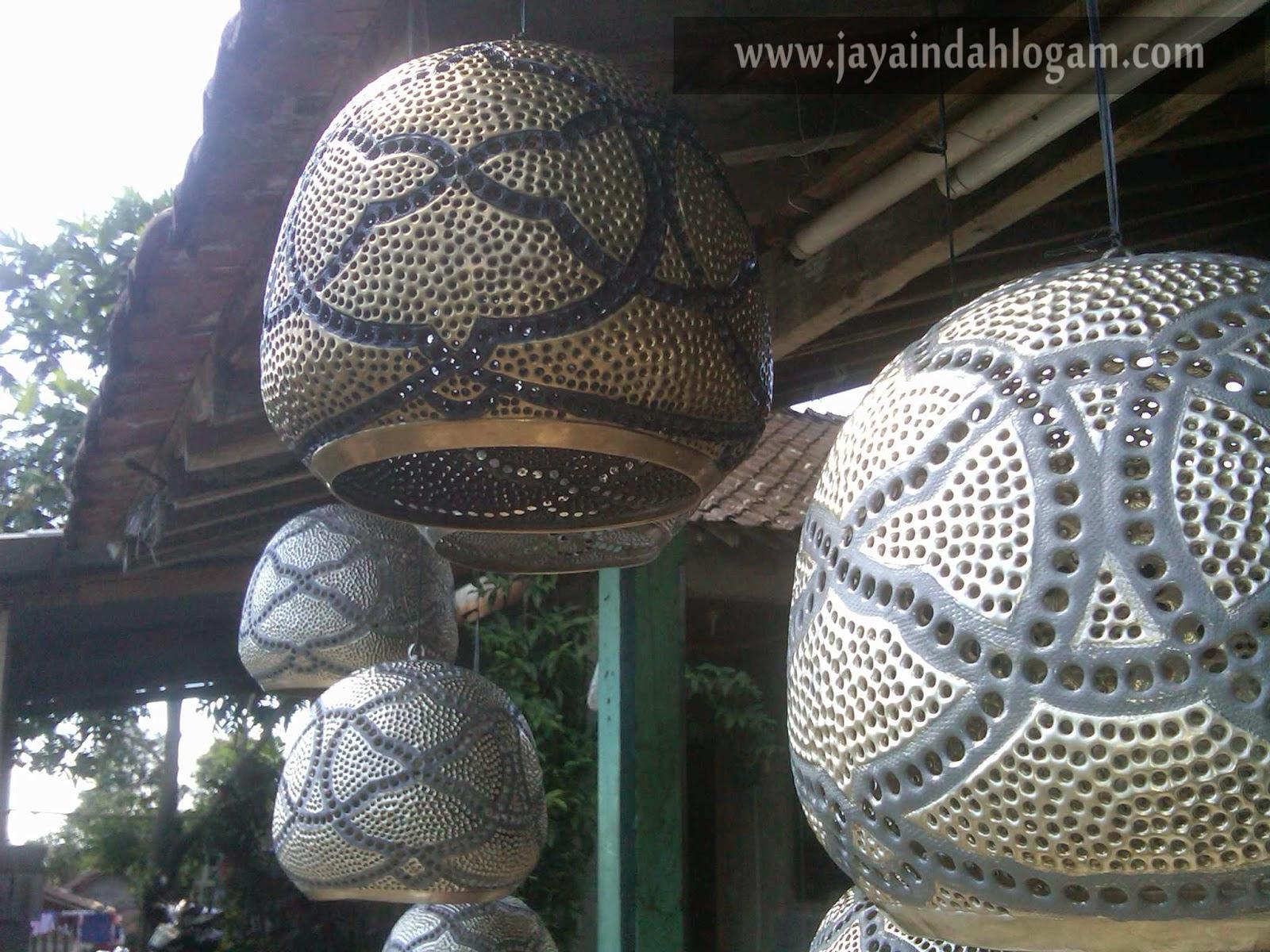 http://www.jayaindahlogam.com/2014/08/lampu-gantung-kuningan.html