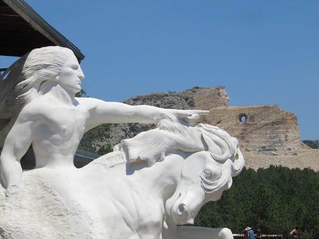Crazy horse memorial, monumento a Caballo loco, esculturas en Dakota del Sur