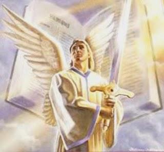 Anjo segurando uma espada