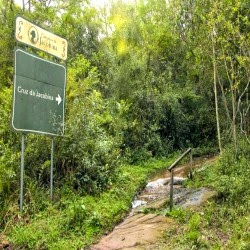 Caminho no Morro Ferrabraz