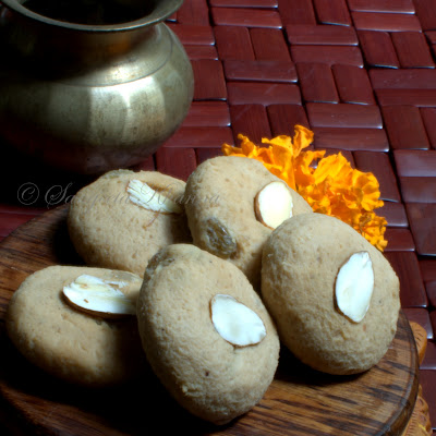 Looking for a healthy version of Indian mithai? Here is a Sondesh for you...