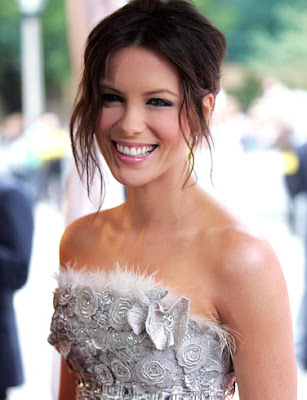 Kate Beckinsale Posing in Event
