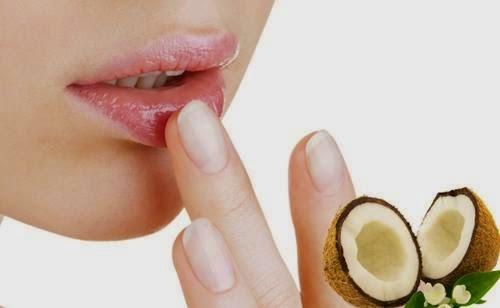 Trị thâm môi hiệu quả bằng dầu dừa và mật ong