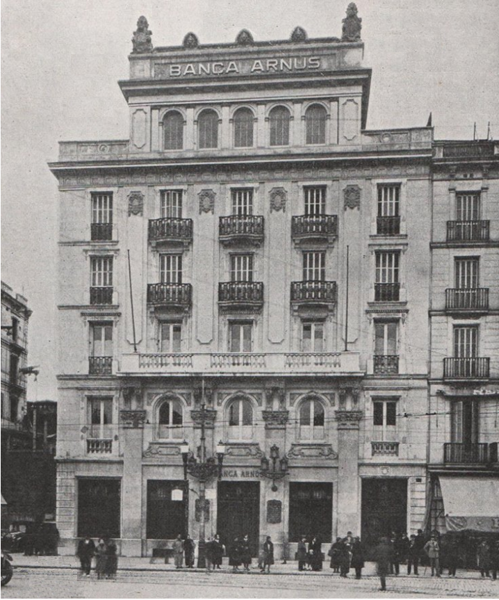 Barcelof lia banca arn s primer edifici pla a for Banca in casa