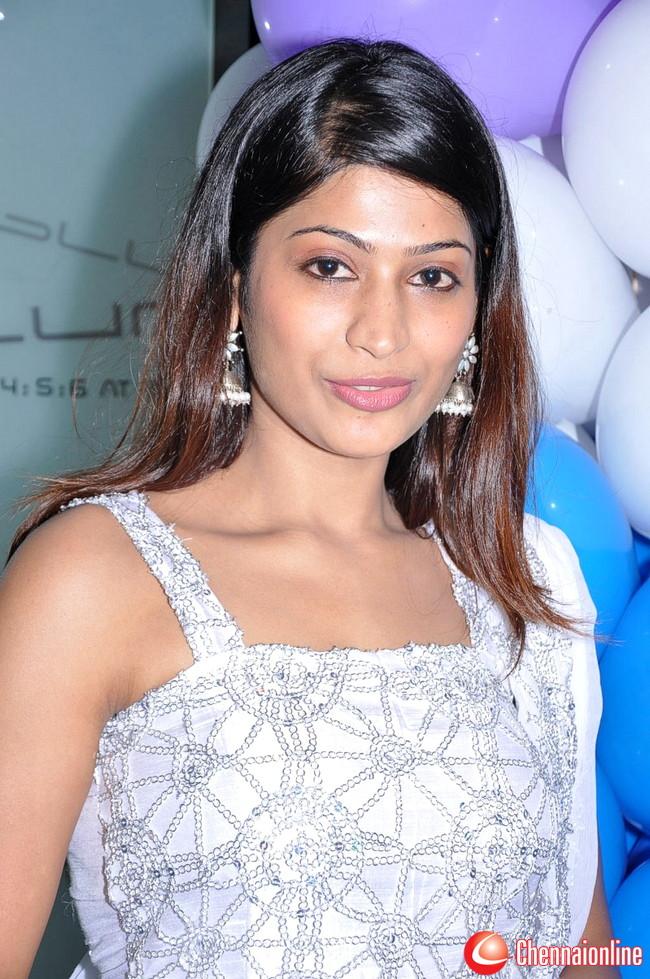 http://4.bp.blogspot.com/-tGlzJc2zLsM/TeuTUzXHpRI/AAAAAAAAIJk/eE7VMss0OSs/s1600/Vijayalakshmi-Ahathian-Hot-Photos-16.jpg