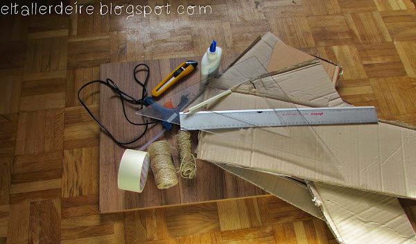 Cómo hacer una mesa con cartón y una tabla de madera