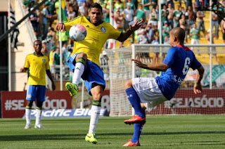 Palmeiras empata e volta à Elite do Brasileirão