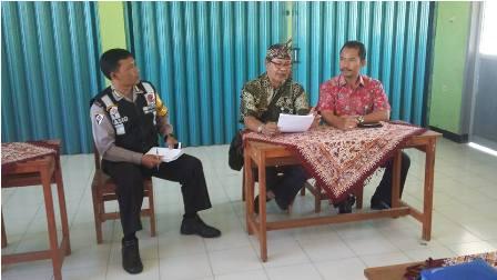 Lurah & Polisi Verifikasi SKTM Orangtua Calon Siswa Baru di SMAN 27 Kota Bandung