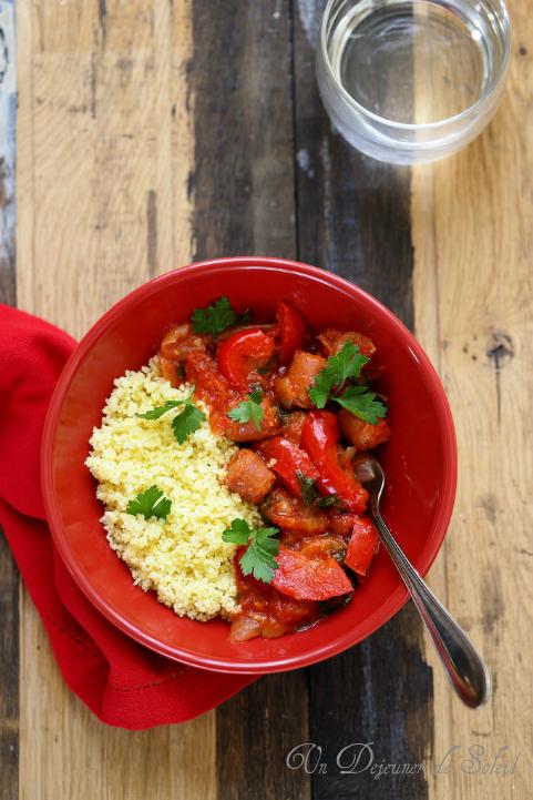 Couscous avec sauce poivrons, tomates et merguez