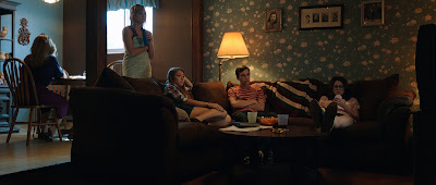 Corrente do Mal (It Follows) Trailer legendado, posteres e imagens