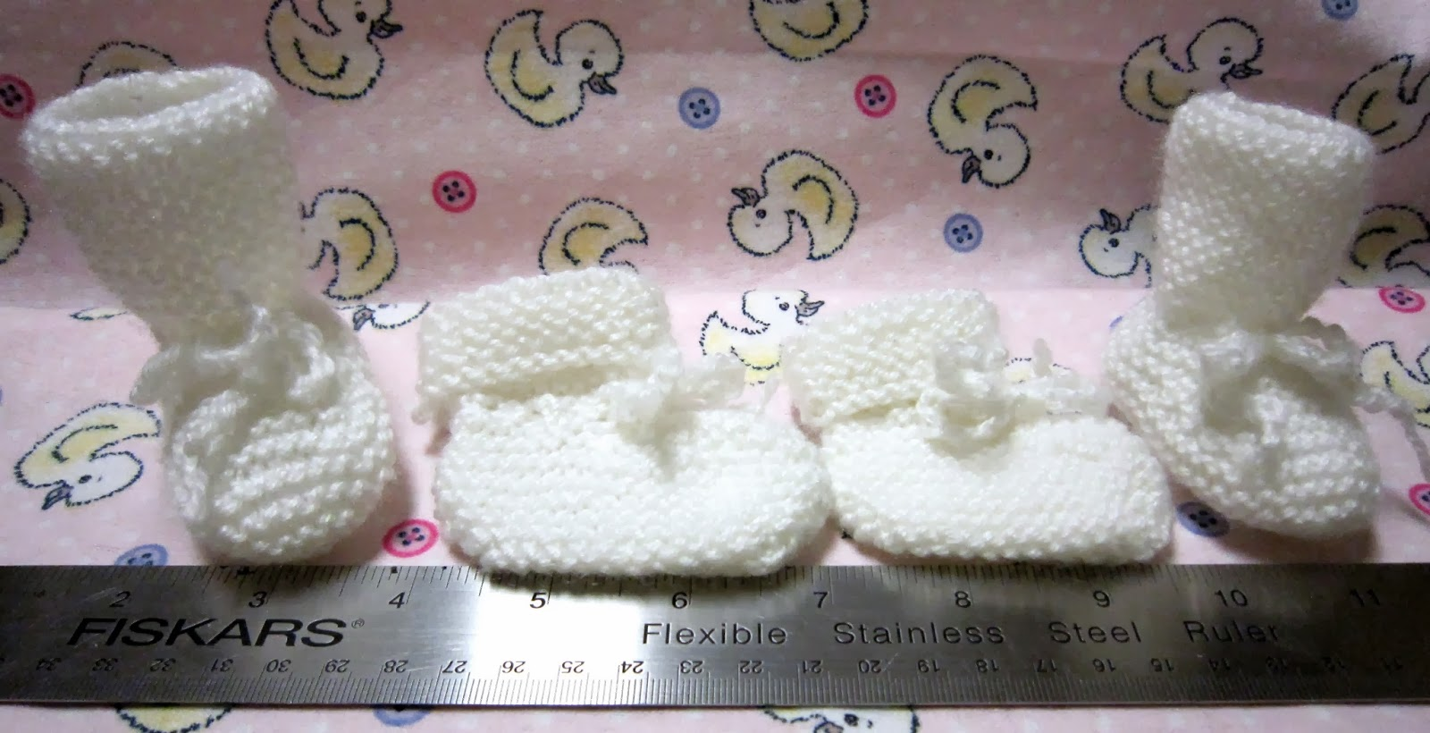 Sea Trail Grandmas: FREE KNIT PREEMIE AND NEWBORN PATTERNS: HATS, BOOTIES &am...