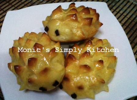 Raisin Hedgehog Bread with Tangzhong
