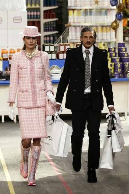 Chanel, Karl-Lagerfeld, Chanel-Fall-Winter, Chanel-Automne-Hiver, Chanel-autumn-winter, Chanel-Rihana, Chanel-Karl-Lagerfeld, défilé-chanel, chanel-supermarket, défilé-chanel-automne-hiver, cara-delevingne, cara-delevingne-chanel, du-dessin-aux-podiums, dudessinauxpodiums, mercedes-benz-fashion-week, authentic-chanel-earrings, channel-sunglasses, accessoires-mode, channel-handbags, coco-chanel-earrings, parfums-chanel, chanel-wallets, coco-chanel-bags, chaussures-mode, designer-fashion, fashionable-clothes, weekend-paris, site-mode, chanel-perfume-uk, chanel-for-men, mode-en-ligne, vetement-mode, chanel-egoiste, chanel-5-perfume