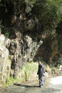 Caída de agua en la carretera de las Gorges de Kakouetta