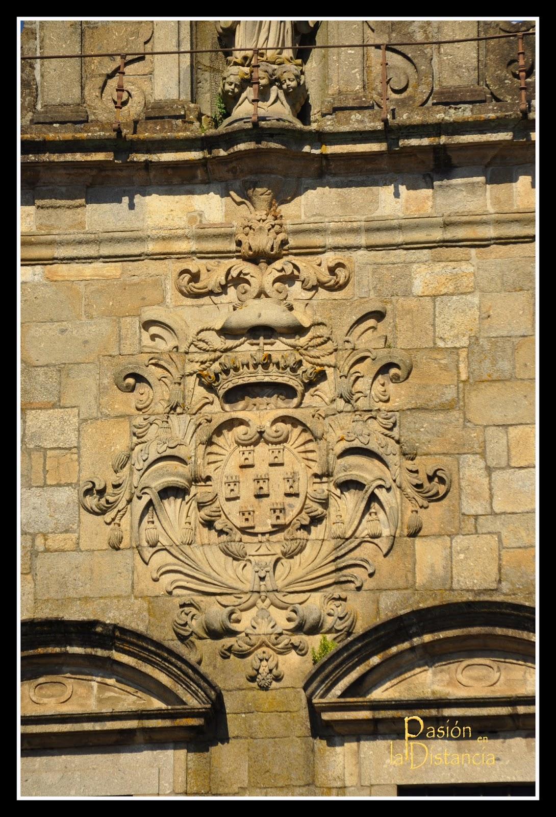 Escudo_Arzobispo_Rodrigo-de_Moura_Braga