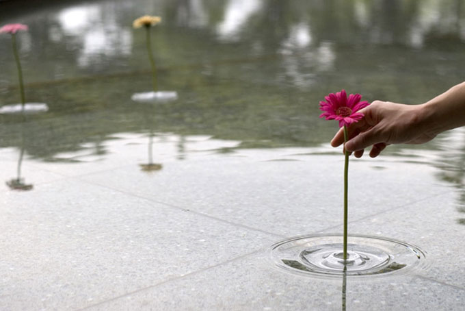 The vases by Japanese Oodesign  | Floating Ripple Vases Seen On www.coolpicturegallery.us