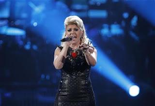Kelly Clarkson announces engagement