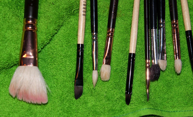 Чистим кисточки для макияжа