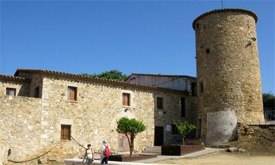 Icv castell platja d 39 aro i s 39 agar m s vivienda de protecci n oficial y centros de servicios - Casas proteccion oficial ...