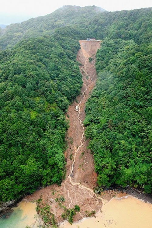 landslides_in_Japan_image_natural_calamities_2015
