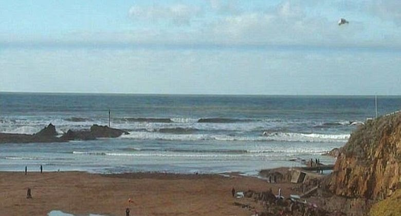 Pantai Summerleaze Menjadi Geger Karena Ada UFO Melintasi