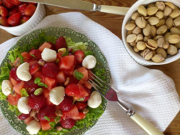 Stałatka owocowa z truskawkami