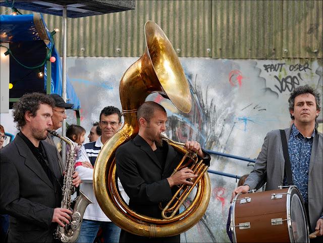 Teillouse, musiciens dans le quartier du port