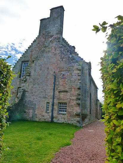 Roslin Castle, haunted, mysteries, Scotland