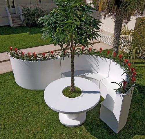Muebles para patios jardin en color blanco patios y for Murales para patios y jardines
