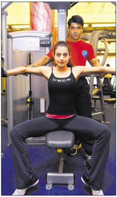 Amisha Patel Gym Workout Real Life Pic1 - Amisha Patel Gym Workout Pics