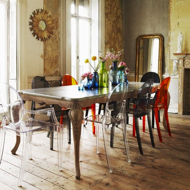 Philippe starck for kartell louis ghost chairs emma for Table et chaise transparente