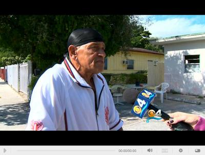 """-Residente de Miami intenta cambiar un cocodrilo por una caja de cervezas-  """"Lo vi ahí en el césped y lo amarré"""", no iba a aceptar cualquier tipo de cerveza, quería Corona, porque si me traía otra marca no iba a aceptar e cambio. Quiero Corona, porque el cocodrilo es bien bonito"""", recalcó Aguilera a la cadena local WFOR-TV. WWW.GENERACIONASERE.COM"""