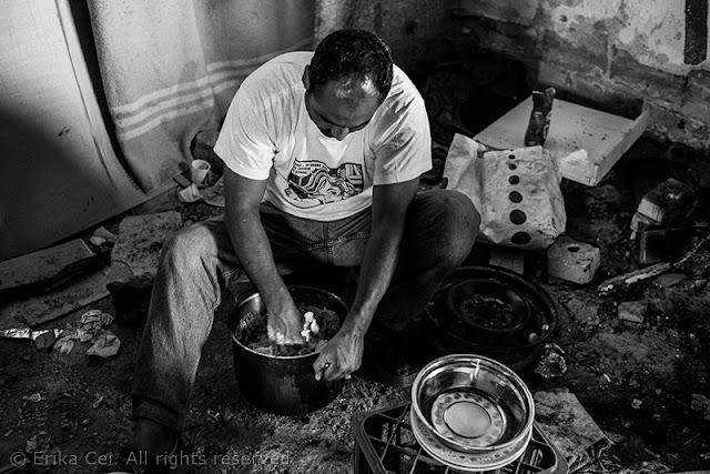 Silos Trieste migranti preparazione pane