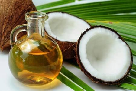 olio di cocco, proprietà, emolliente, idratante, cura dei capelli, prodotti doposole, crema mani