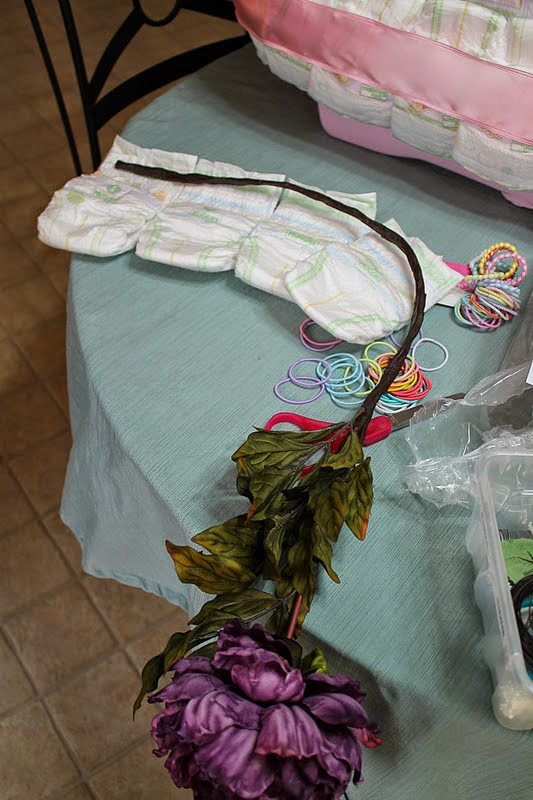 diy baby bath tub diaper cake the idea king. Black Bedroom Furniture Sets. Home Design Ideas