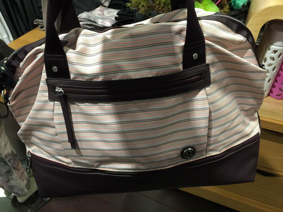 lululemon runaway retreat duffel