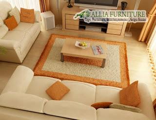 Model bantal selaras dengan sofa dan karpet