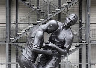A cabeçada de Zidane foi imortalizada numa estátua