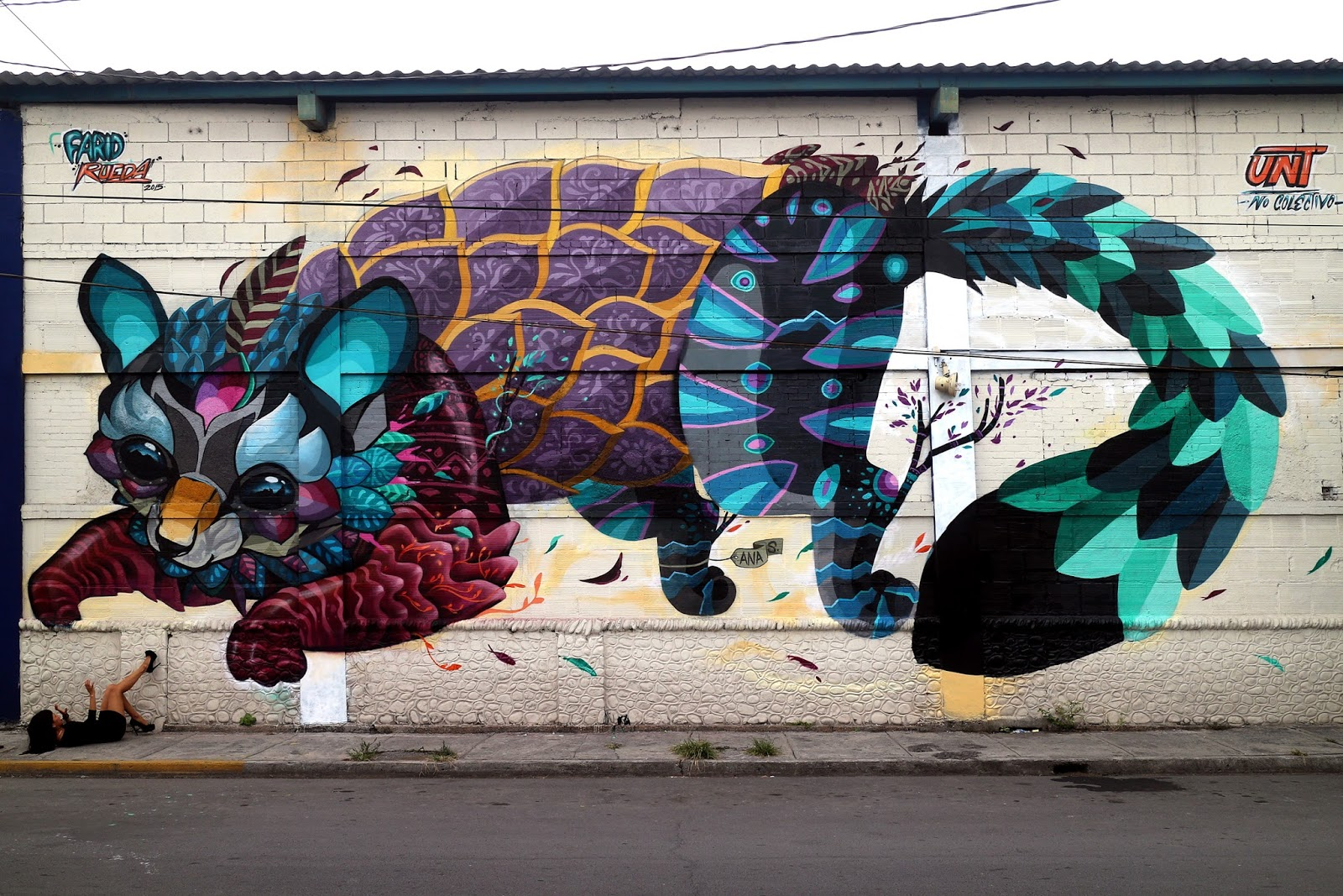 Farid rueda unveils cacomixtle his newest mural in for Arte mural en mexico