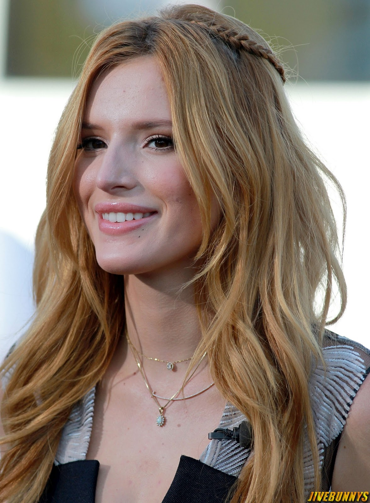 Bella Thorne on the set of Extra in Universal City 9/15/14