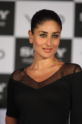 kareena kapoor at the launch of new sony vaio laptops. hot images
