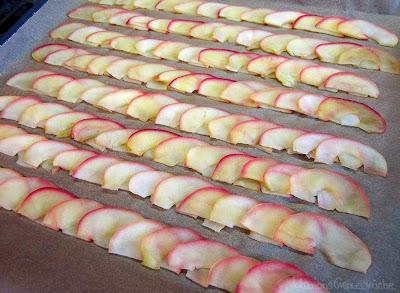 In Apfelsirup blanchierte Apfelscheiben für Apfelrose