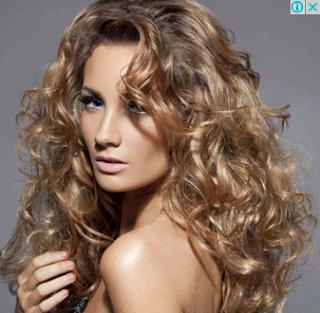 Model Rambut Layer Keriting Panjang