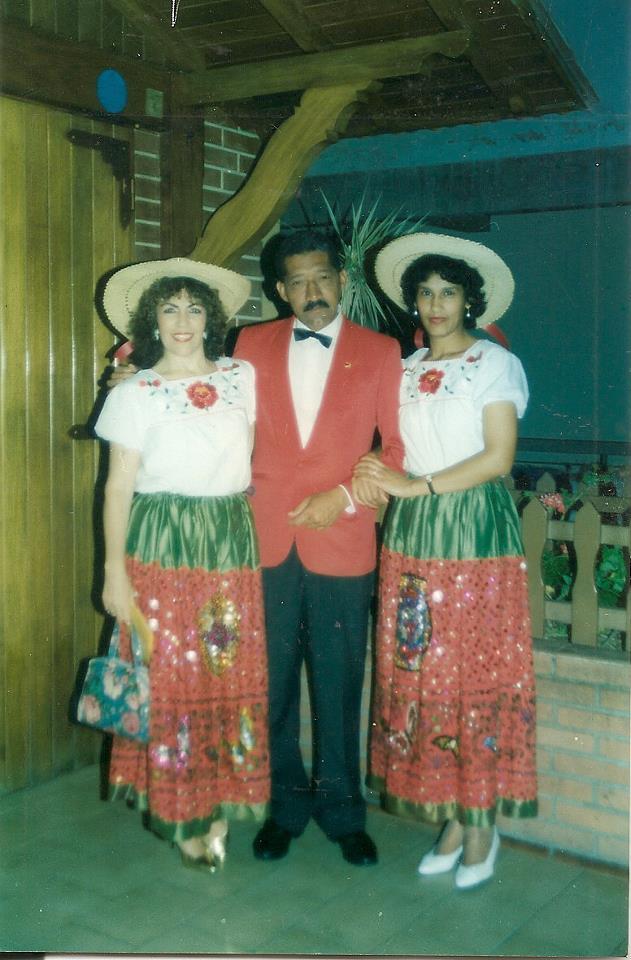 Loly Señaris Calviño con Ligia Billalba y un amigo.