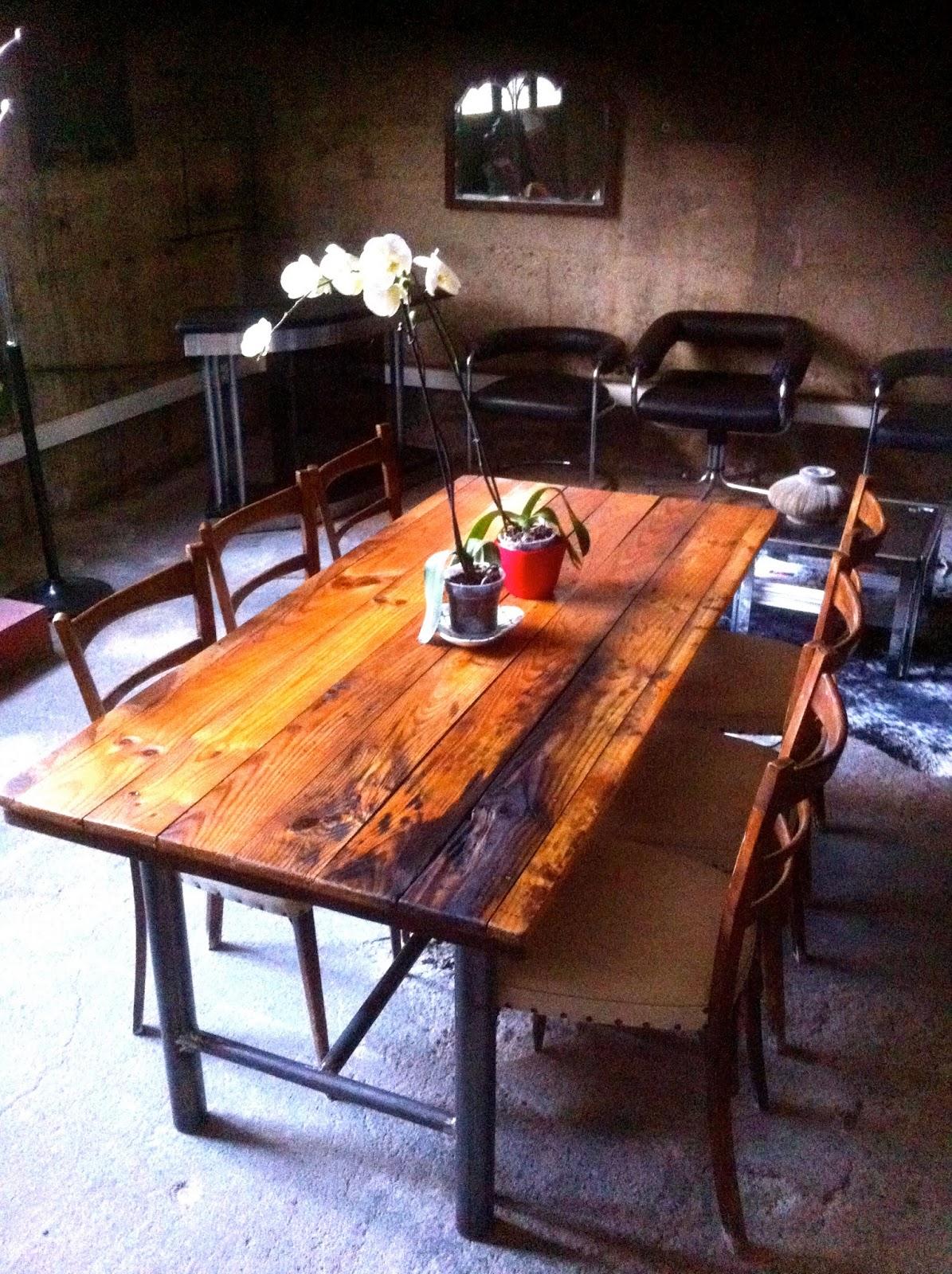 Encantsvintage mesa comedor madera reciclada hierro for Caracteristicas de un comedor