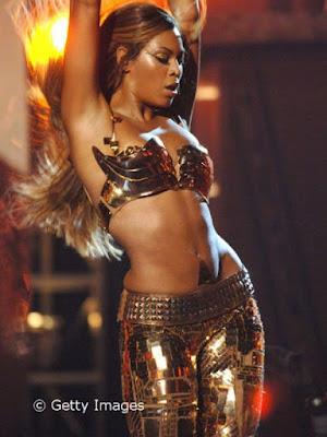 Beyonce Knowles Beli Legging Emas